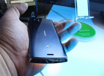 Sony Ericson Xperia Arc Tested In Video-Sony Summer Hotspots Event