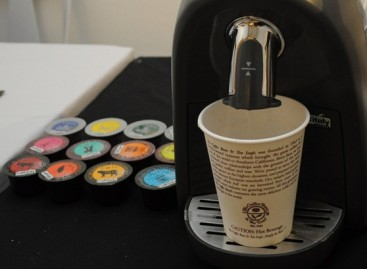 The Coffee Bean Demonstrates It's Capsule Based Coffee & Tea Maker For Personal Use
