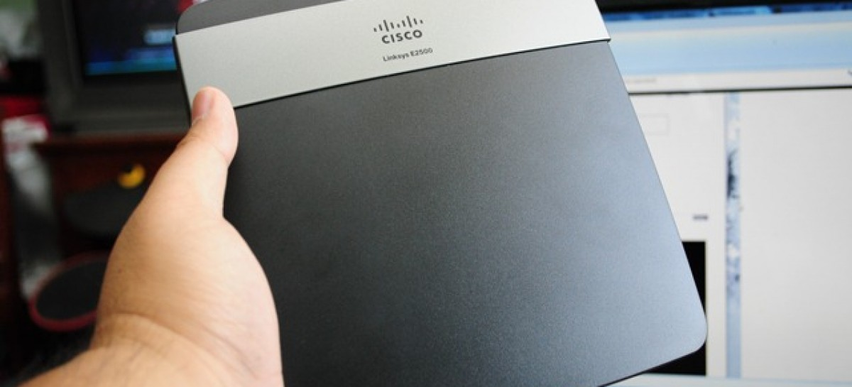 Cisco Linksys E2500 Advanced Dual-Band Wireless N Router Unboxing