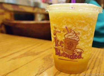 Coffee Bean & Tea Leaf Launch Pineapple Flavors; Encourages Cellphone Photography